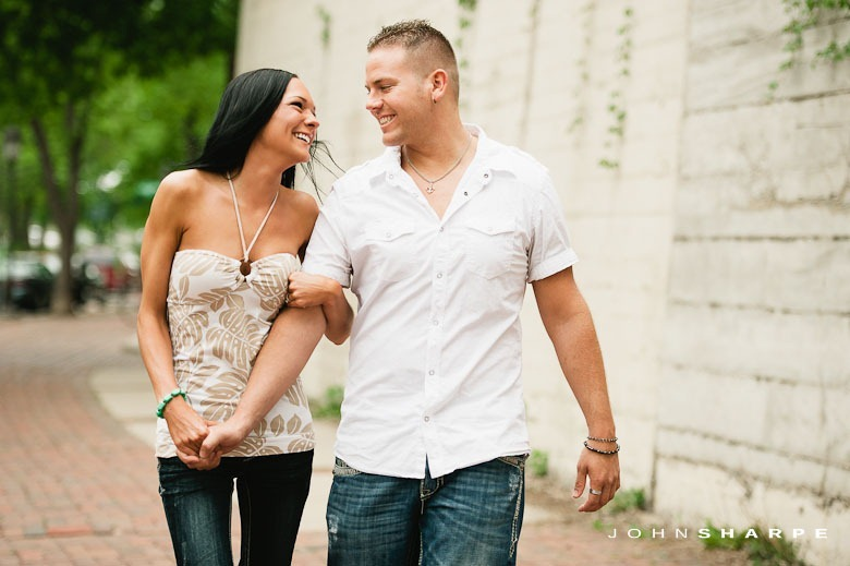 Stone-Arch-Bridge-Engagement-Photos-3